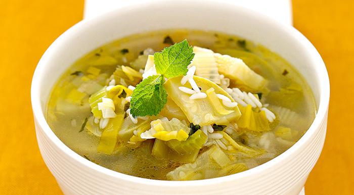 ac65c0fbac1f ... стебли и листья, но самой низкой калорийностью обладают стебли,  поэтому, как правило, сельдереевый суп для похудения готовится на их основе.