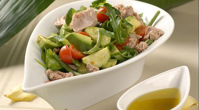 Простые рецепты салатов с тунцом