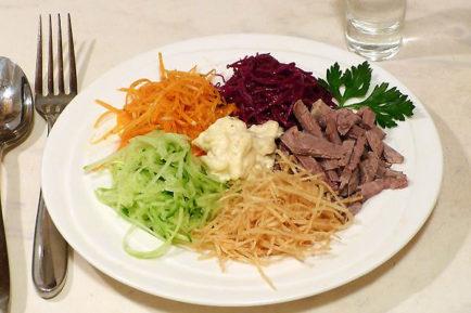 Салат картошка фри свекла ветчина