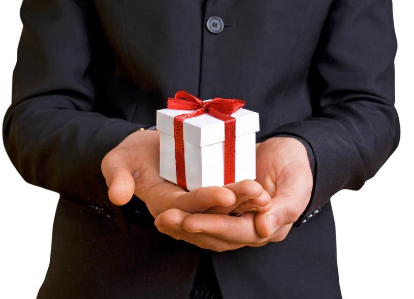 Что подарить официальному лицу