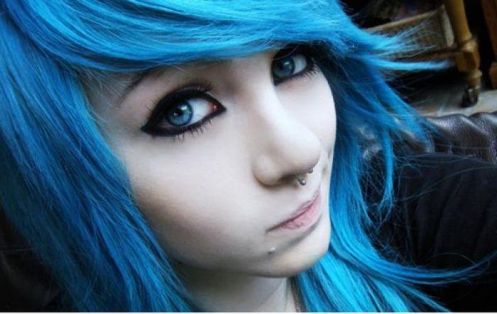 Бело голубые волосы