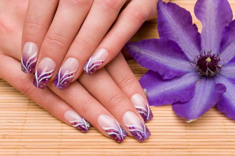 Свадебный маникюр фиолетовый