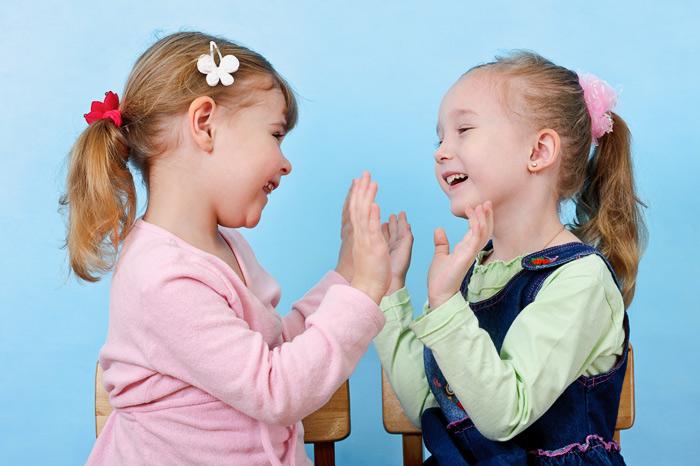 Как научить ребенка ладушкам