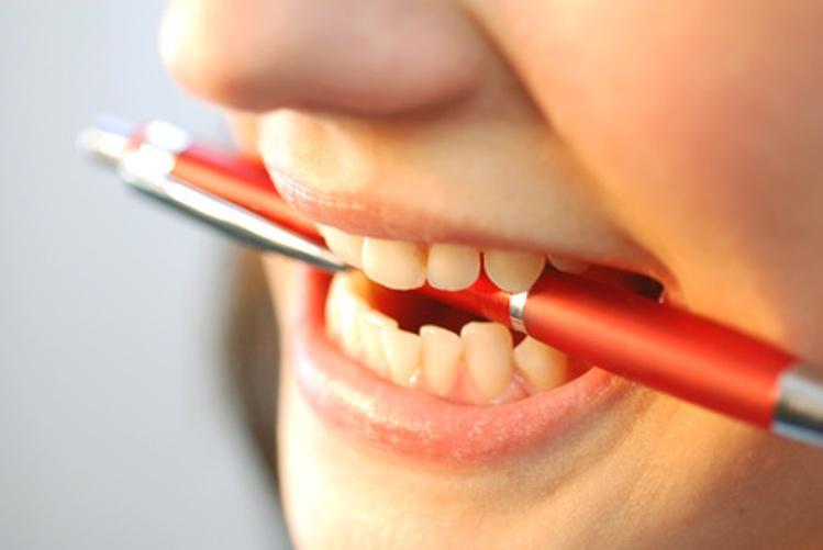 Почему скрипят зубами люди когда спят