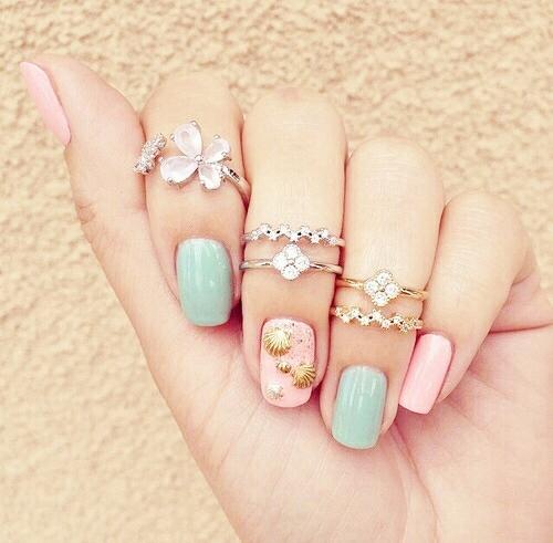 Дизайн мятно розовый ногтей