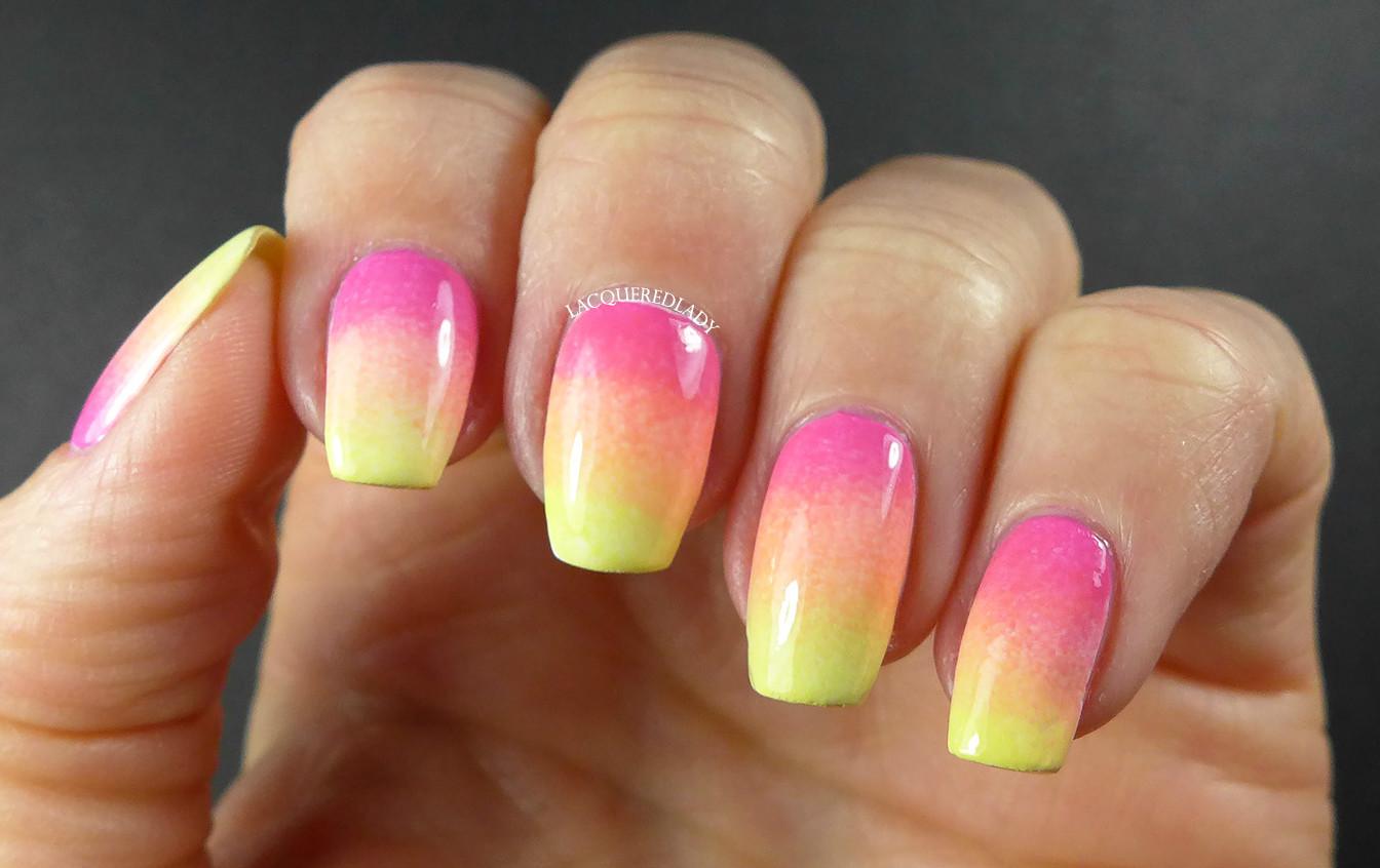 Как накрасить ногти двумя цветами 17