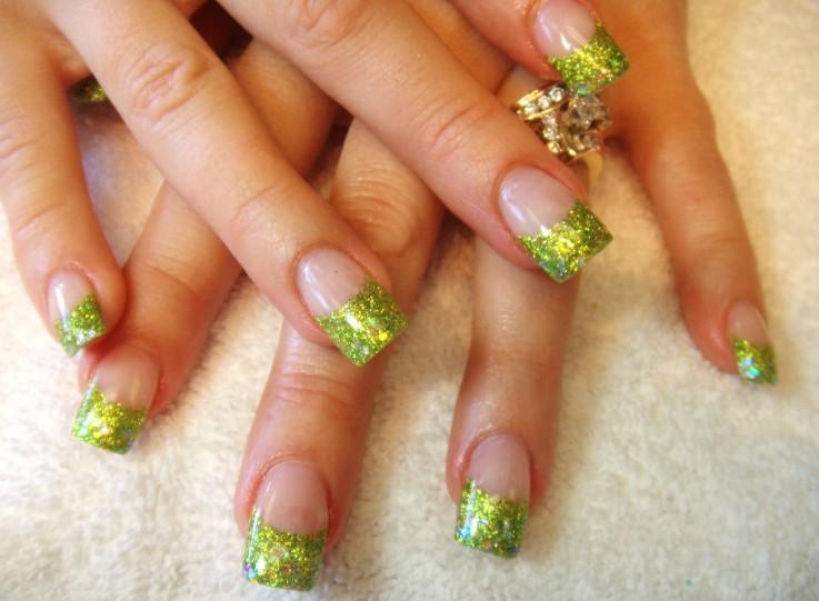 Зеленый френч на ногтях новинки