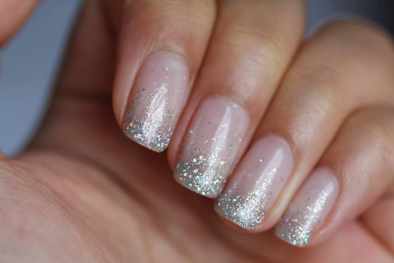 Френч с блестками на короткие ногти дизайн