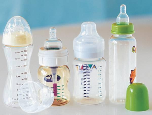 Как правильно кормить новорожденного из бутылочки позы