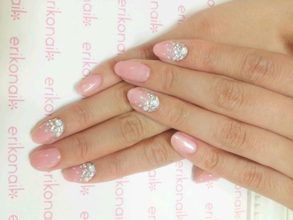 Дизайн ногтей в нежных цветах