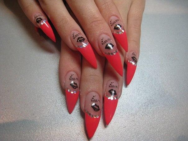 Дизайн рисунка на острых ногтях