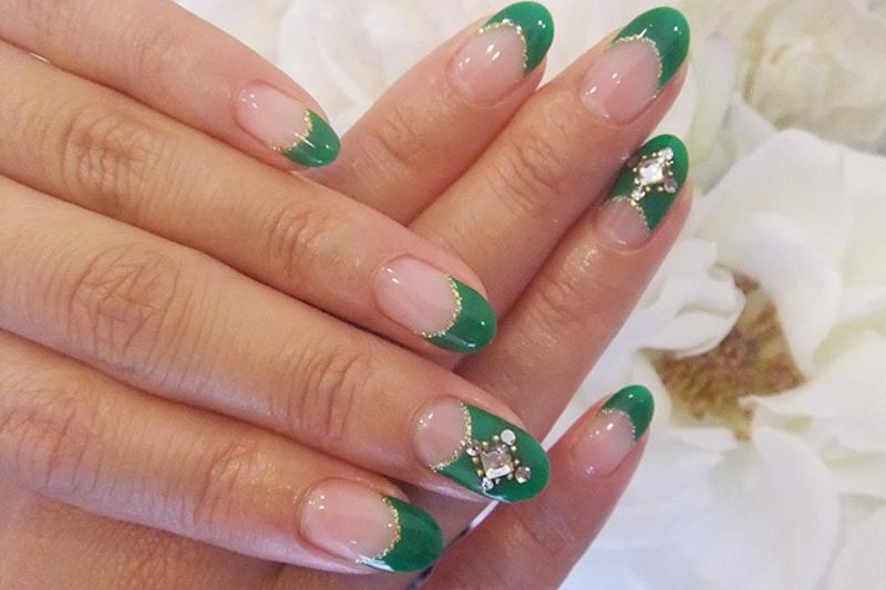 Ногти френч зеленый