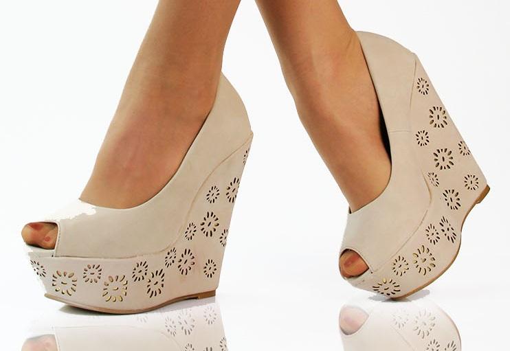 Бежевые туфли на танкетке  комфорт и красота в одной паре 0e2e741126d