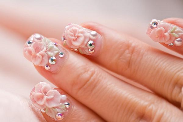 Объемный цветок на ногтях