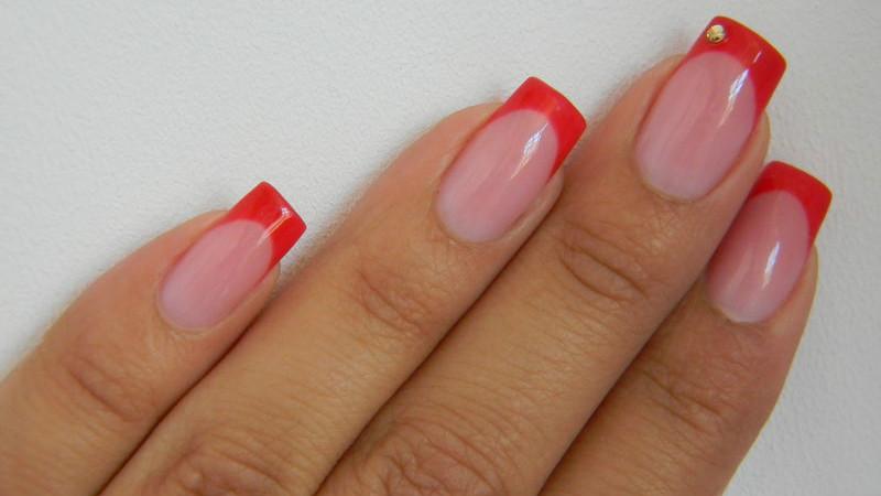 Ногти наращивание красные