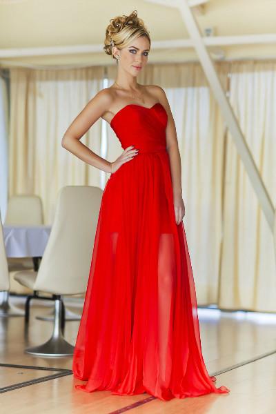 Свадьба в вечернем красном платье