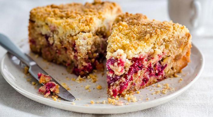 Пирог с брусникой - 19 лучших рецептов с творогом, сметанной заливкой, вареньем