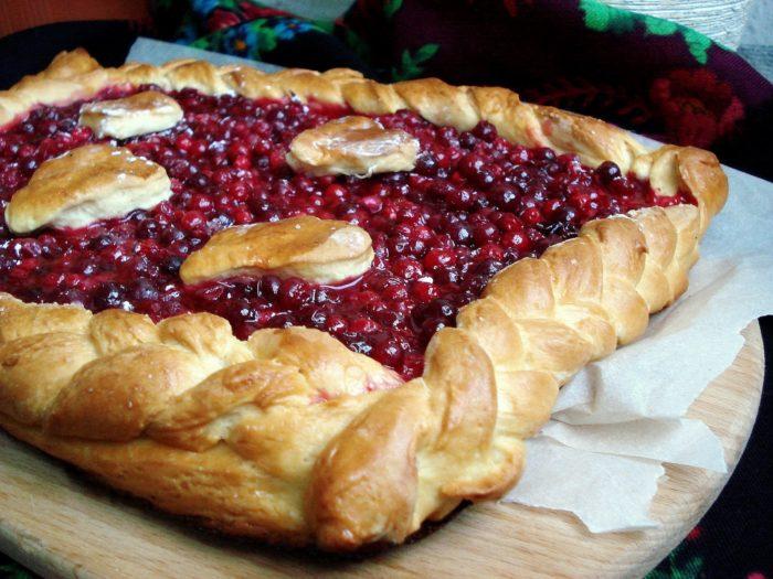 Пирог из брусники слоеное тесто