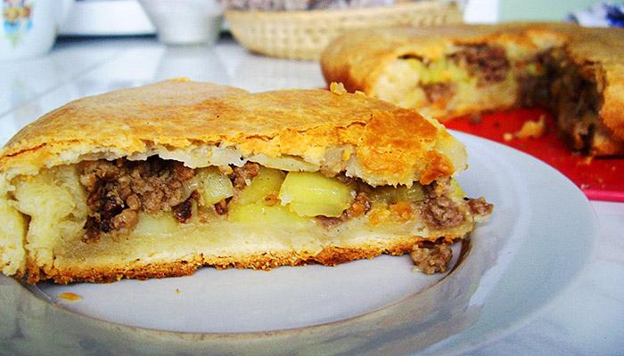 Пирог из картофельного теста с мясом или фаршем в духовке