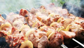 Вкусный шашлык из свинины на минеральной воде - рецепт пошаговый с фото
