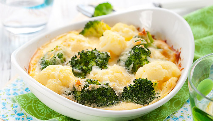 Брокколи со сливками и сыром в духовке