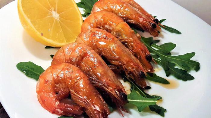 Жареные креветки в соевом соусе: как приготовить по рецепту королевские креветки в медово-соевом соусе с лимоном на сковороде?