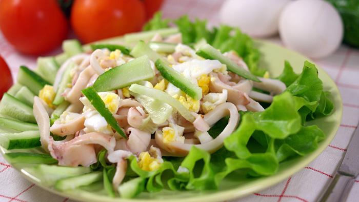 Салат из кальмаров с огурцом и яйцом – 10 рецептов || Приготовить салат из кальмаров с огурцом
