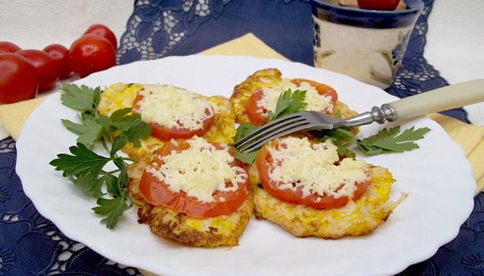 Курица запеченная с помидорами и сыром в духовке, рецепт с фото