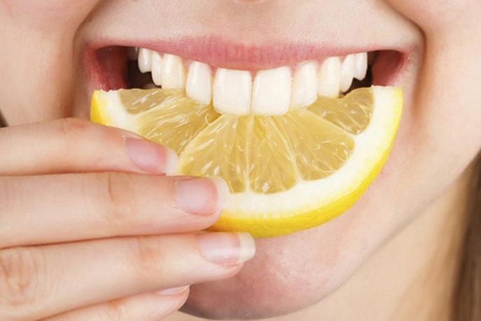 Как быстро отбелить зубы в домашних