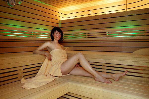 Польза бани для женщин: помогает худеть