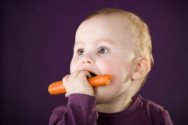 Чем кормить ребенка утром в год